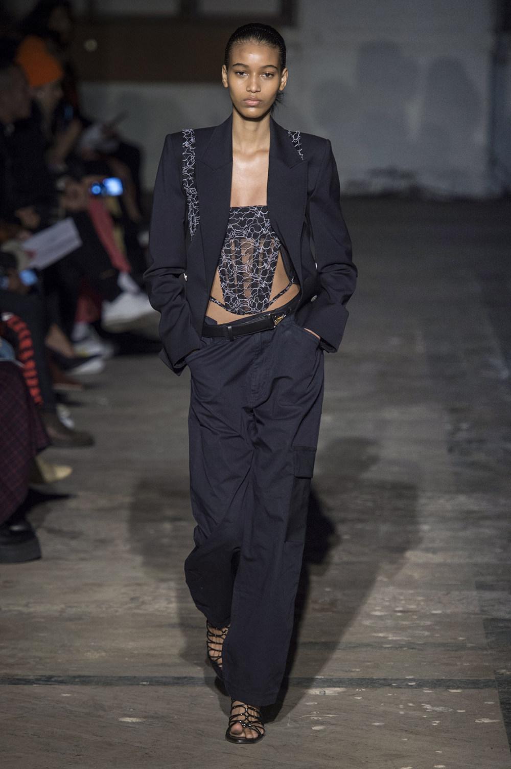 Dion Lee没有紧身衣的连衣裙被聚集或扭曲保持调色板的简约和奢华-33.jpg