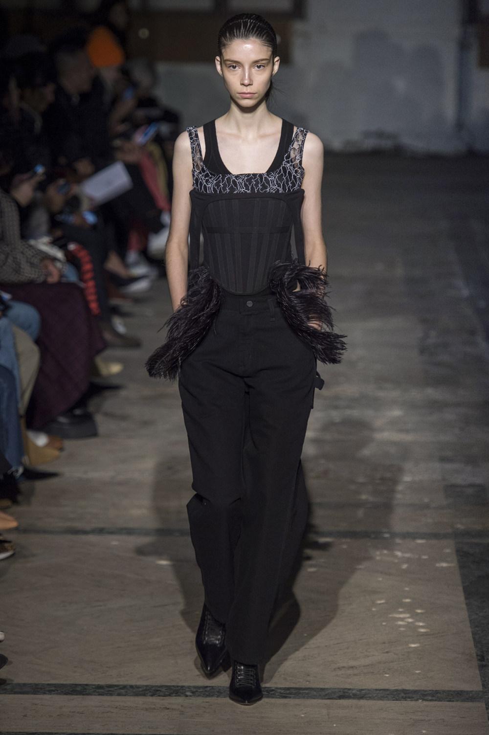 Dion Lee没有紧身衣的连衣裙被聚集或扭曲保持调色板的简约和奢华-35.jpg
