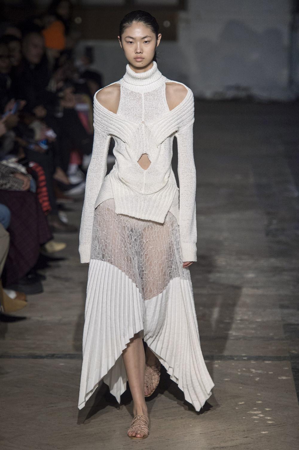Dion Lee没有紧身衣的连衣裙被聚集或扭曲保持调色板的简约和奢华-39.jpg