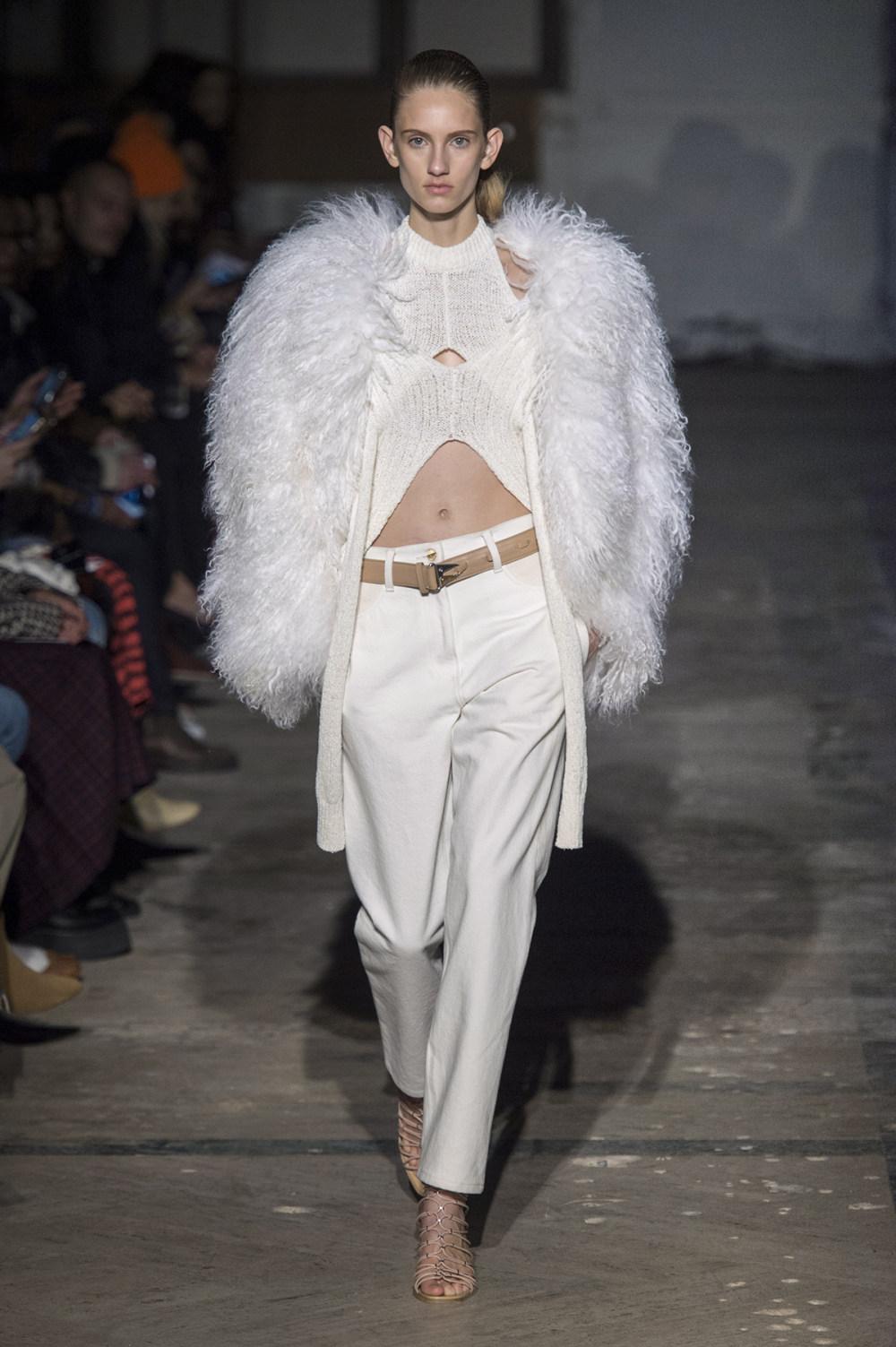 Dion Lee没有紧身衣的连衣裙被聚集或扭曲保持调色板的简约和奢华-40.jpg