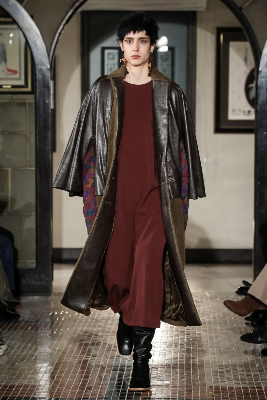 The Dallas时装系列长款飘逸的连衣裙采用华美色调和花卉印花設計-3.jpg