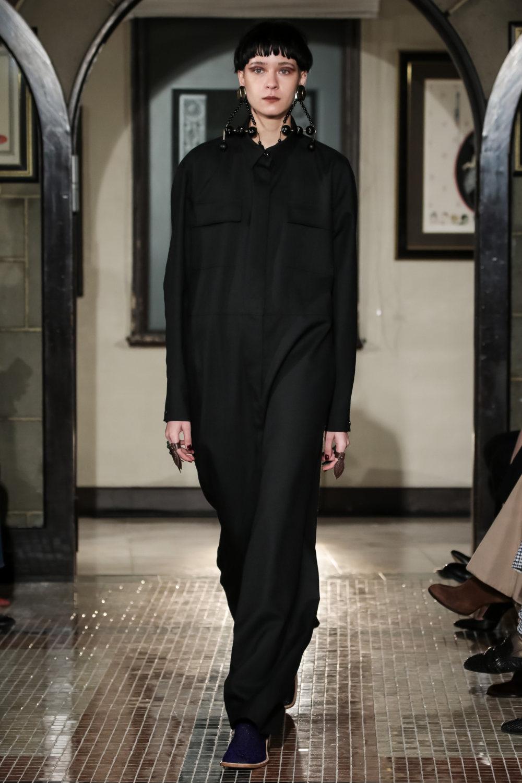 The Dallas时装系列长款飘逸的连衣裙采用华美色调和花卉印花設計-6.jpg