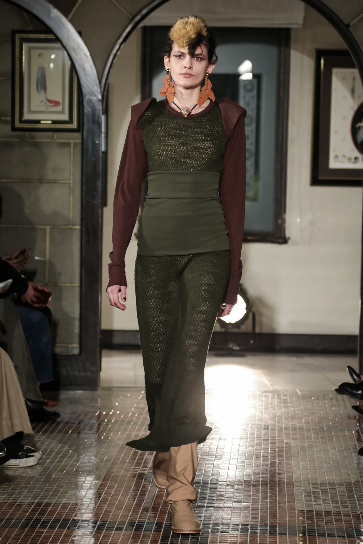 The Dallas时装系列长款飘逸的连衣裙采用华美色调和花卉印花設計-8.jpg