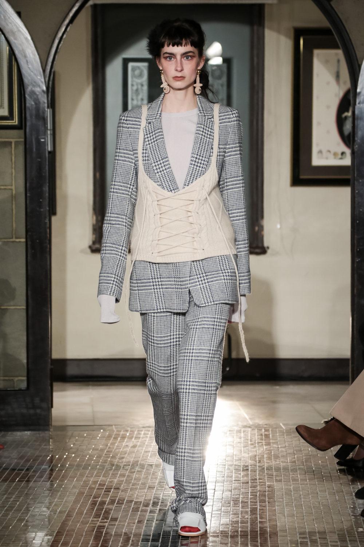 The Dallas时装系列长款飘逸的连衣裙采用华美色调和花卉印花設計-21.jpg