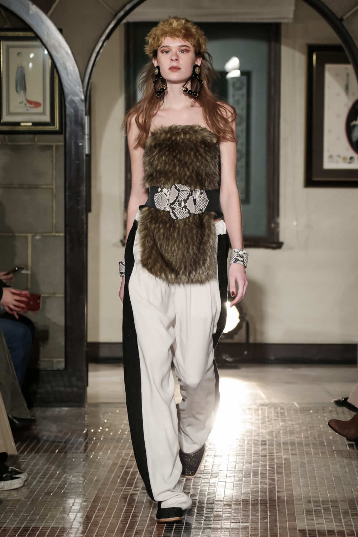 The Dallas时装系列长款飘逸的连衣裙采用华美色调和花卉印花設計-26.jpg