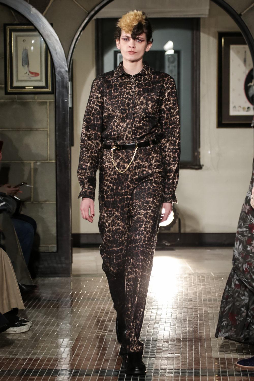 The Dallas时装系列长款飘逸的连衣裙采用华美色调和花卉印花設計-30.jpg