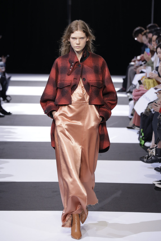 Cinoh服装系列女式长款流苏直筒裙搭配男式西装略带凌乱的精致-1.jpg