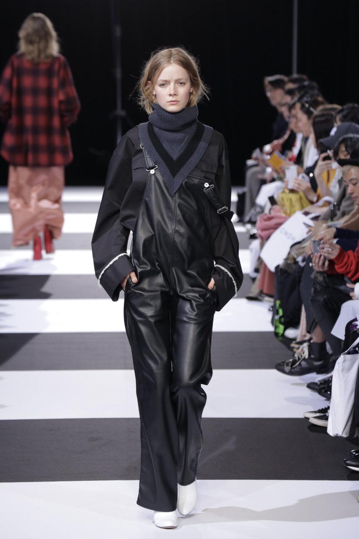 Cinoh服装系列女式长款流苏直筒裙搭配男式西装略带凌乱的精致-2.jpg