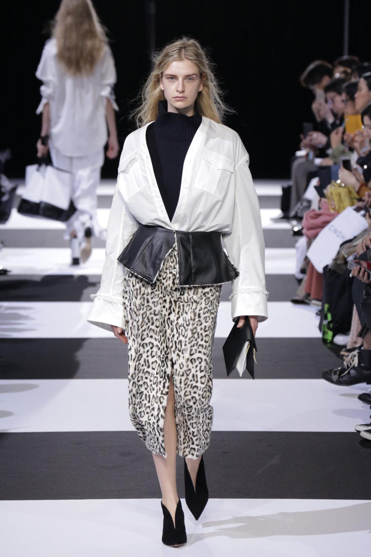 Cinoh服装系列女式长款流苏直筒裙搭配男式西装略带凌乱的精致-4.jpg