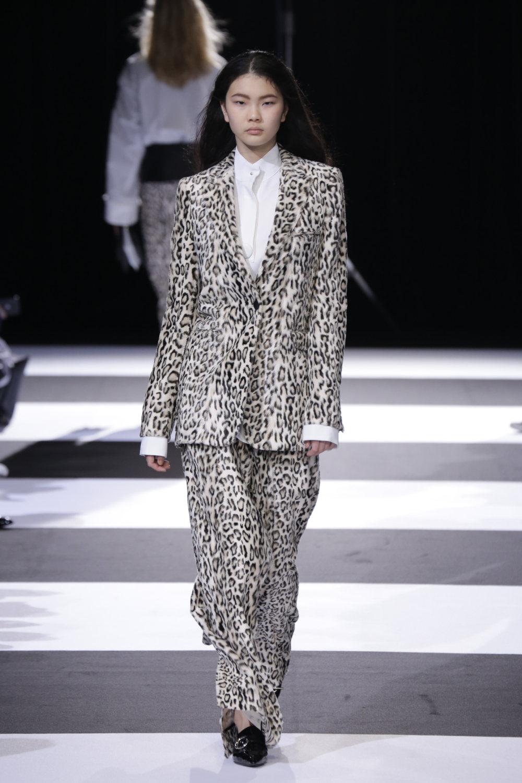 Cinoh服装系列女式长款流苏直筒裙搭配男式西装略带凌乱的精致-5.jpg