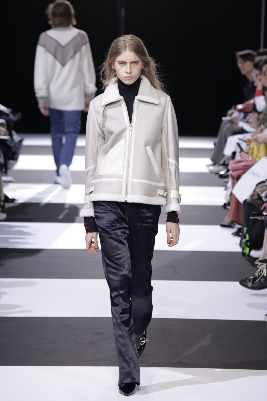 Cinoh服装系列女式长款流苏直筒裙搭配男式西装略带凌乱的精致-15.jpg