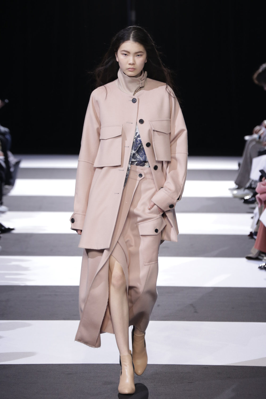 Cinoh服装系列女式长款流苏直筒裙搭配男式西装略带凌乱的精致-17.jpg