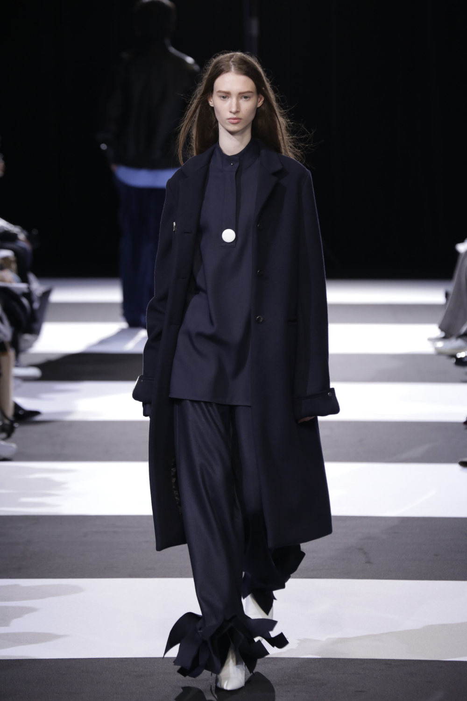 Cinoh服装系列女式长款流苏直筒裙搭配男式西装略带凌乱的精致-20.jpg