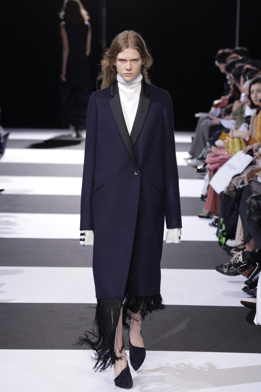 Cinoh服装系列女式长款流苏直筒裙搭配男式西装略带凌乱的精致-24.jpg
