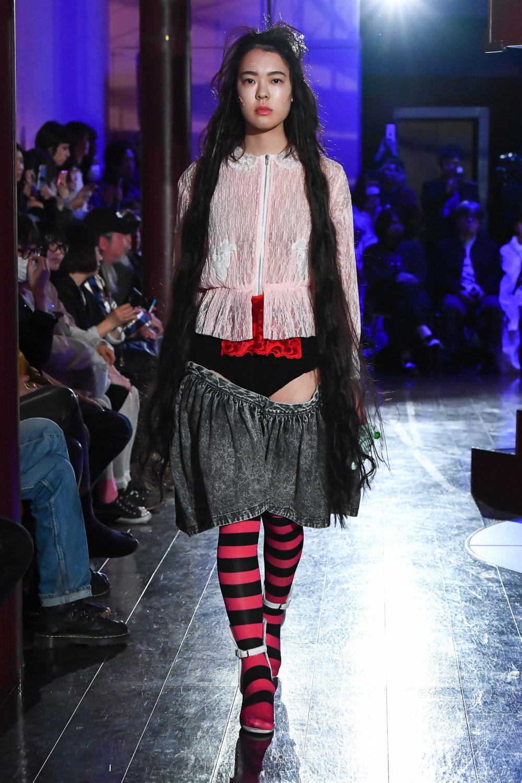 Jenny Fax时装系列搭配甜美柔和的蕾丝连衣裙搭配糖果条纹衬衫-2.jpg
