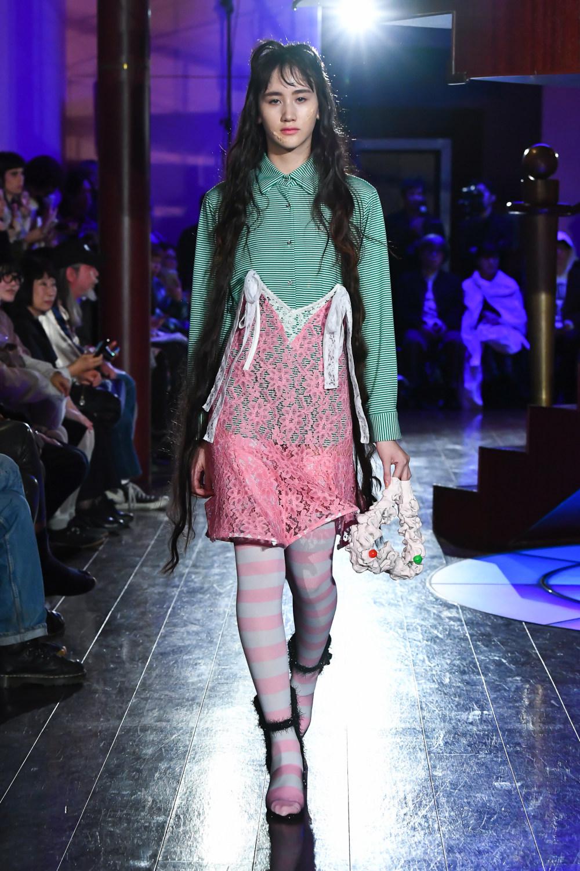 Jenny Fax时装系列搭配甜美柔和的蕾丝连衣裙搭配糖果条纹衬衫-4.jpg