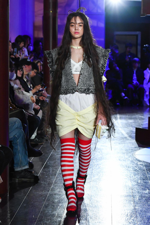 Jenny Fax时装系列搭配甜美柔和的蕾丝连衣裙搭配糖果条纹衬衫-5.jpg