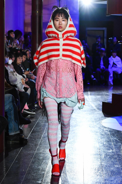 Jenny Fax时装系列搭配甜美柔和的蕾丝连衣裙搭配糖果条纹衬衫-7.jpg