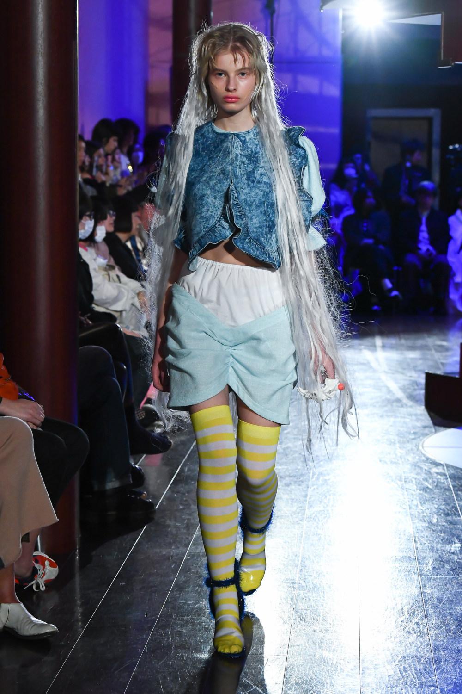 Jenny Fax时装系列搭配甜美柔和的蕾丝连衣裙搭配糖果条纹衬衫-10.jpg