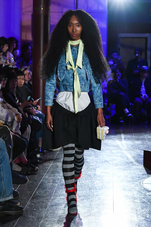 Jenny Fax时装系列搭配甜美柔和的蕾丝连衣裙搭配糖果条纹衬衫-14.jpg