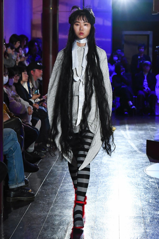 Jenny Fax时装系列搭配甜美柔和的蕾丝连衣裙搭配糖果条纹衬衫-16.jpg