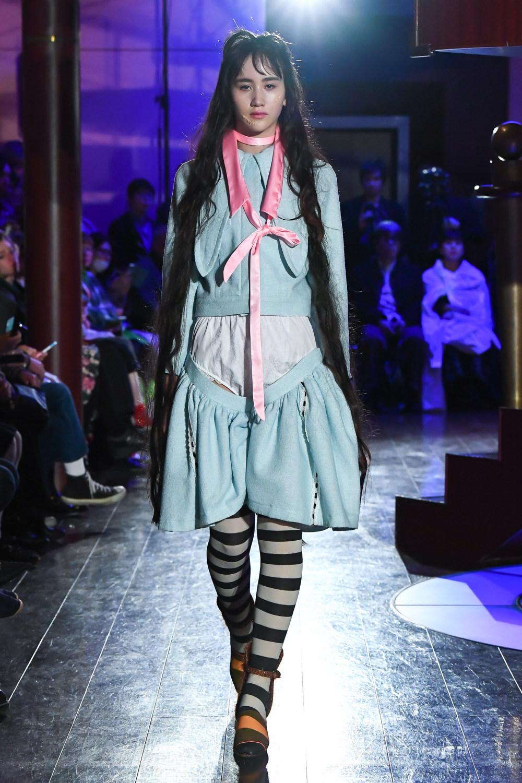 Jenny Fax时装系列搭配甜美柔和的蕾丝连衣裙搭配糖果条纹衬衫-17.jpg