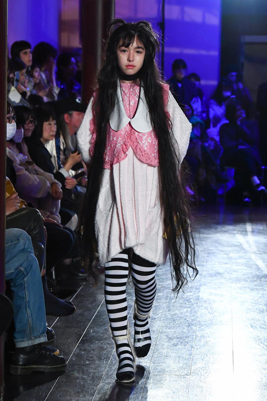 Jenny Fax时装系列搭配甜美柔和的蕾丝连衣裙搭配糖果条纹衬衫-18.jpg