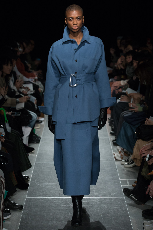 Postelegant时装系列被精美地切割成与身体一起移动的面料-19.jpg