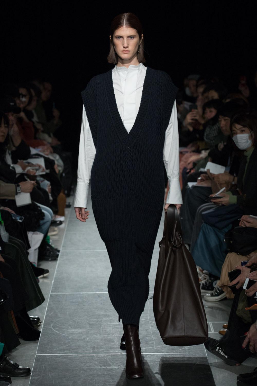 Postelegant时装系列被精美地切割成与身体一起移动的面料-20.jpg