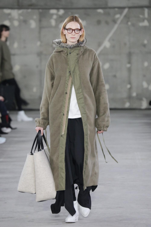 Hyke时装系列展示了奢华的外衣还有精美的垂褶连衣裙和不对称针织-4.jpg
