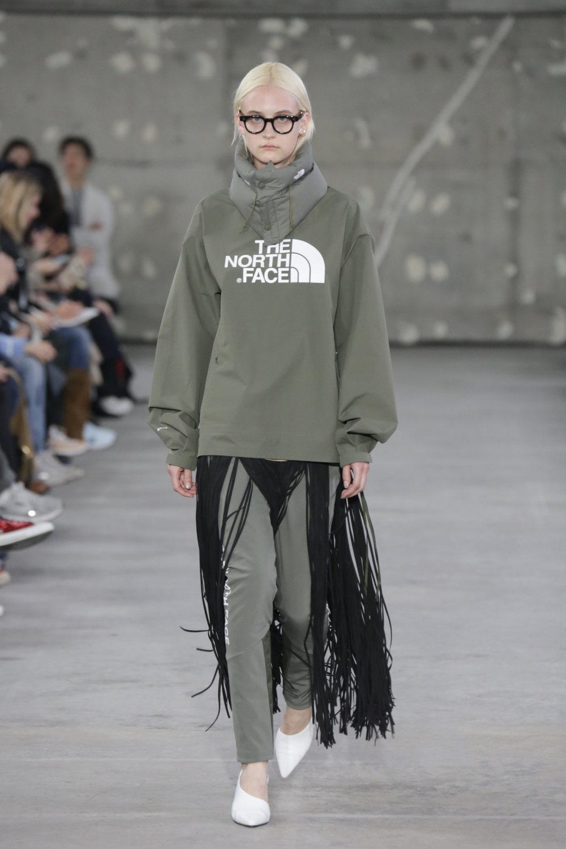 Hyke时装系列展示了奢华的外衣还有精美的垂褶连衣裙和不对称针织-10.jpg