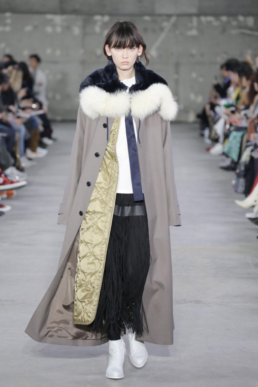 Hyke时装系列展示了奢华的外衣还有精美的垂褶连衣裙和不对称针织-48.jpg