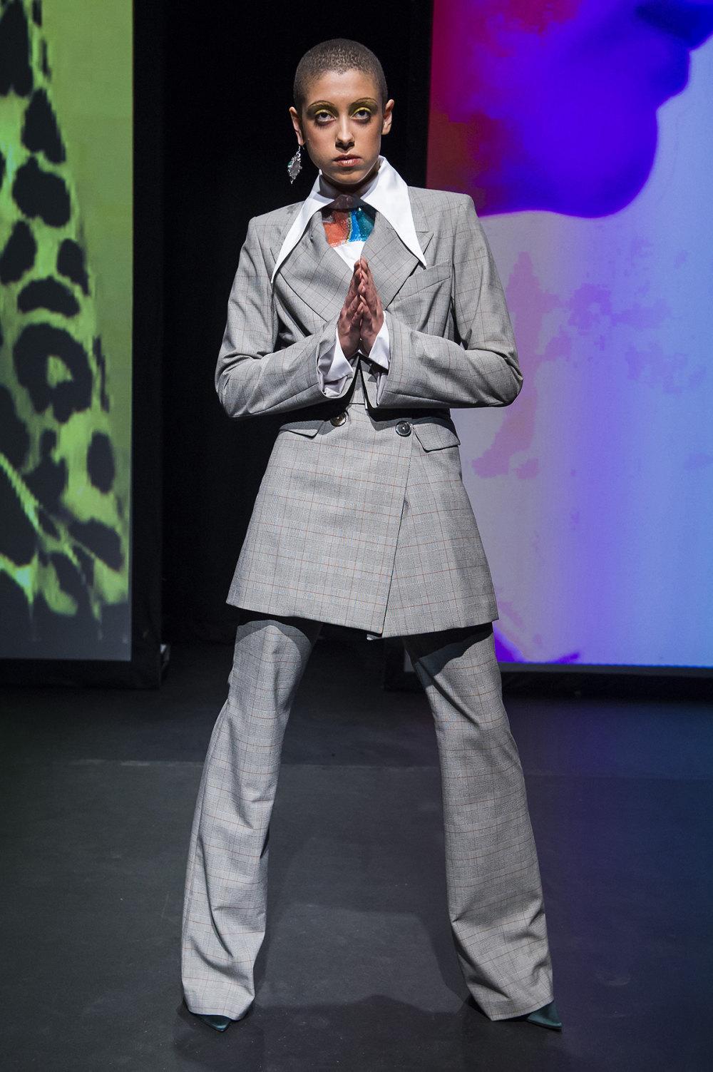 16Arlington时装系列标志性的時尚单色西装外还有更大胆的版本-6.jpg