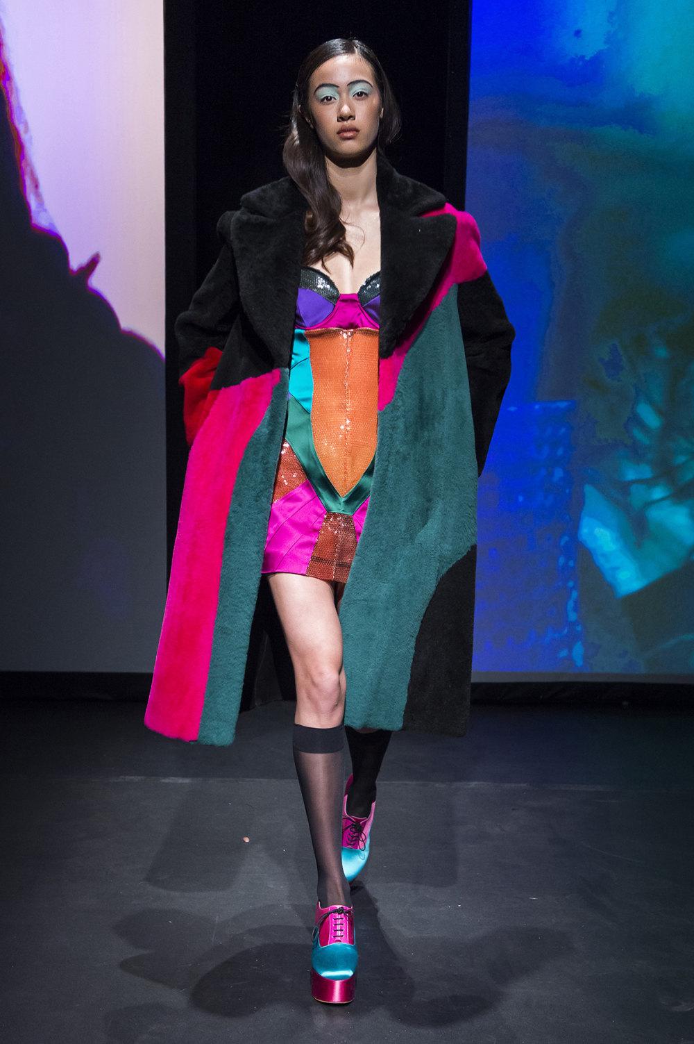 16Arlington时装系列标志性的時尚单色西装外还有更大胆的版本-9.jpg