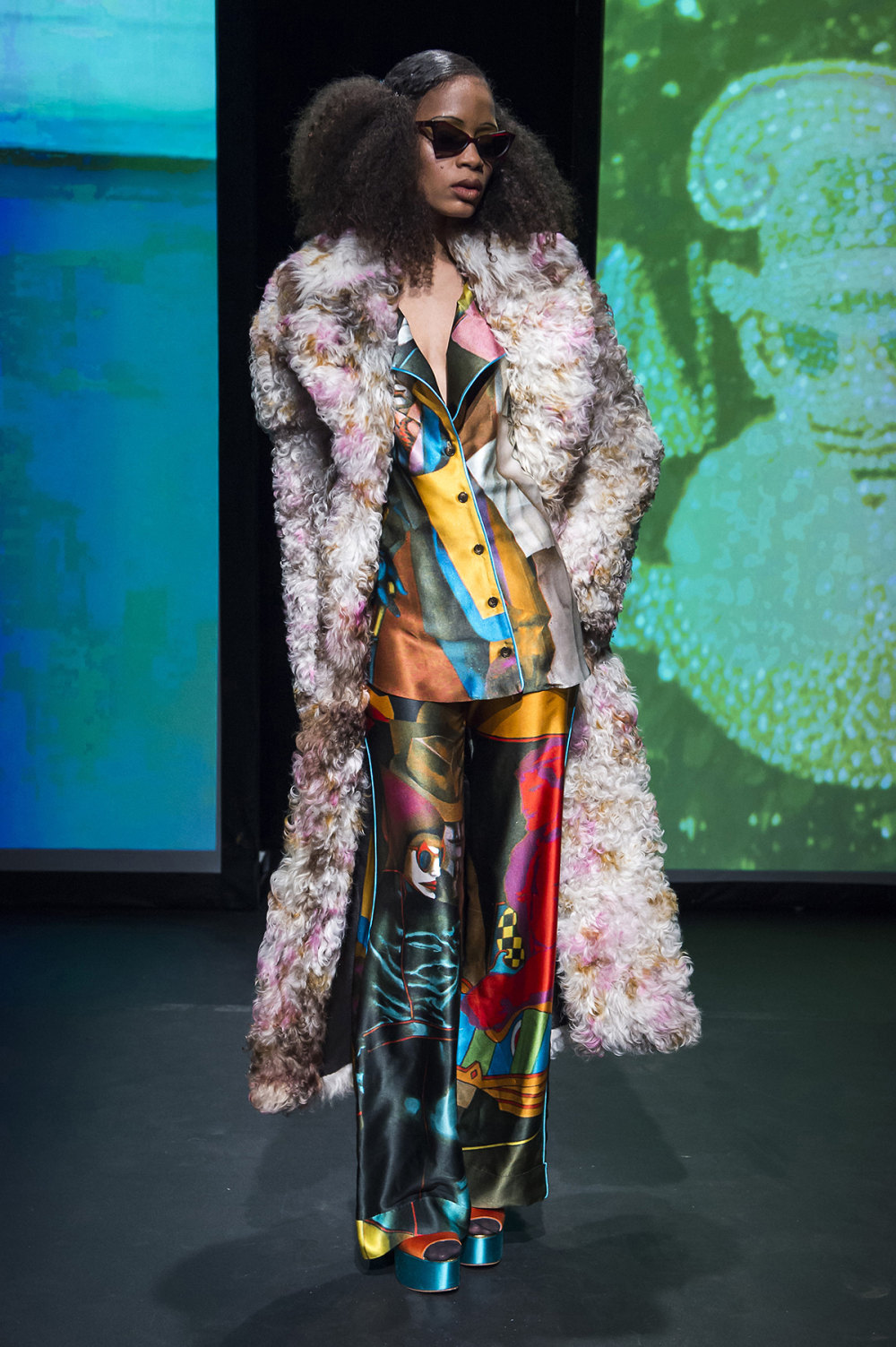 16Arlington时装系列标志性的時尚单色西装外还有更大胆的版本-12.jpg
