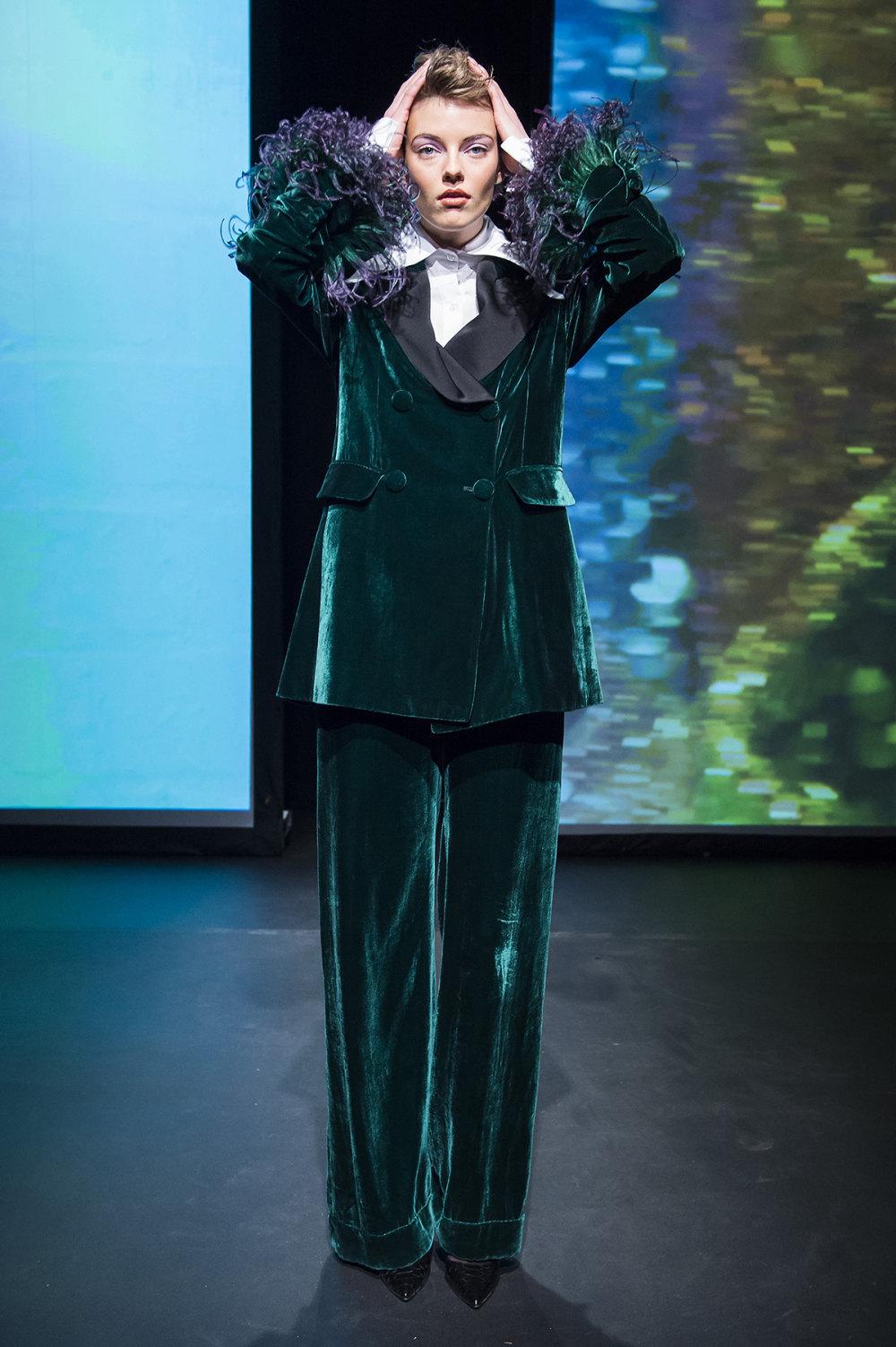 16Arlington时装系列标志性的時尚单色西装外还有更大胆的版本-14.jpg