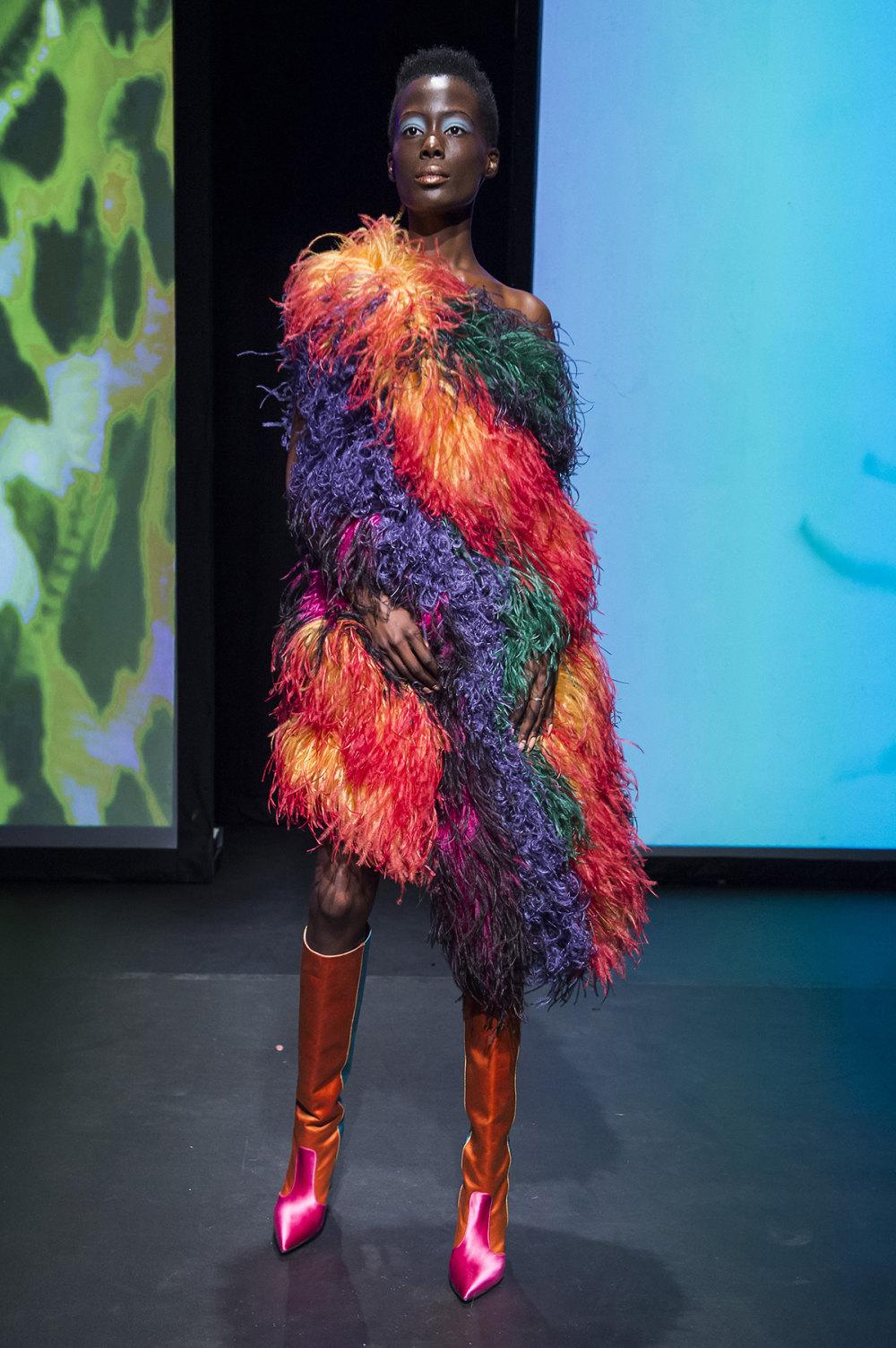 16Arlington时装系列标志性的時尚单色西装外还有更大胆的版本-18.jpg