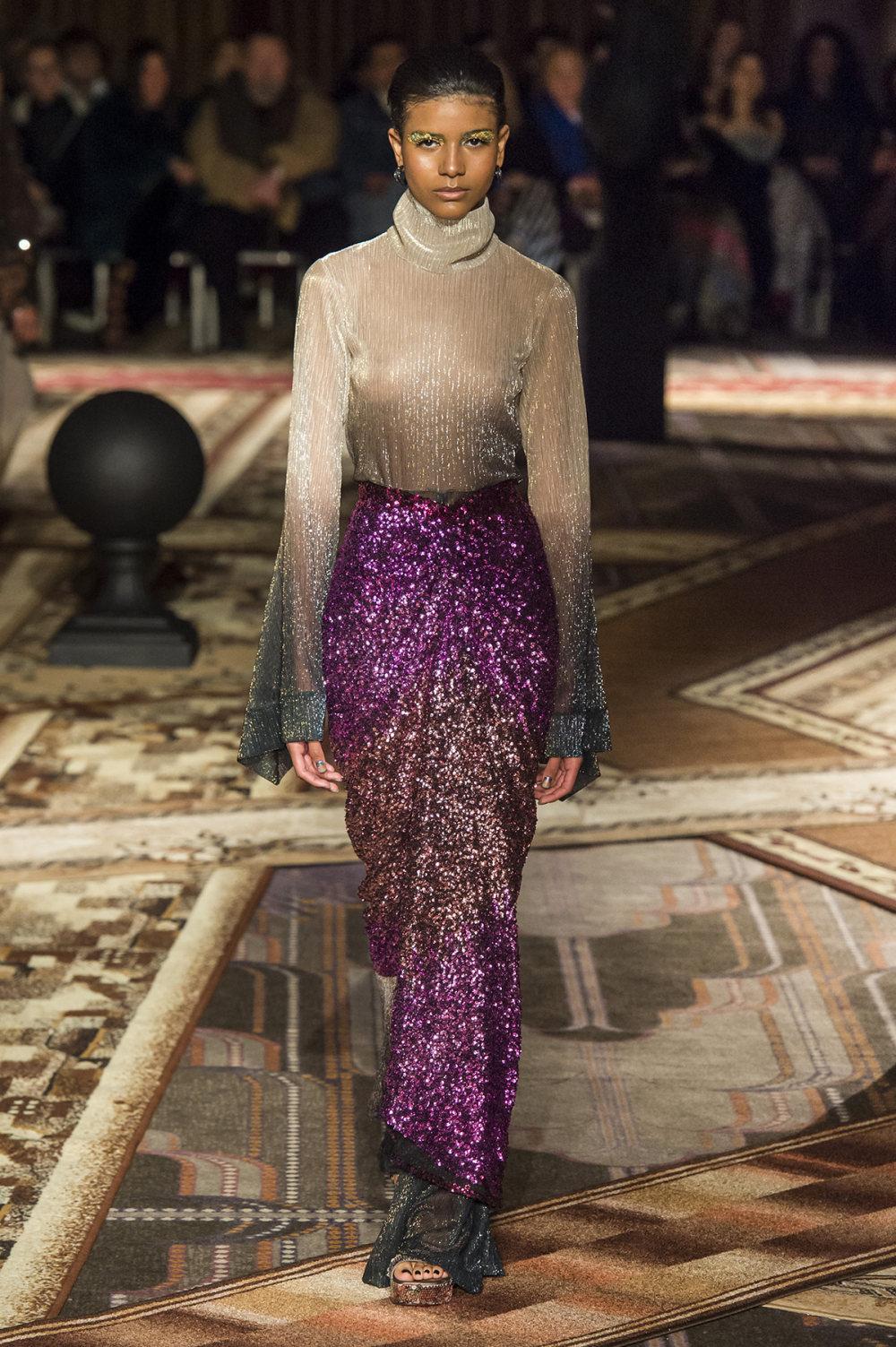 Halpern时装系列将幻想印花应用于宽大的缎面外套展示垂褶技巧-19.jpg