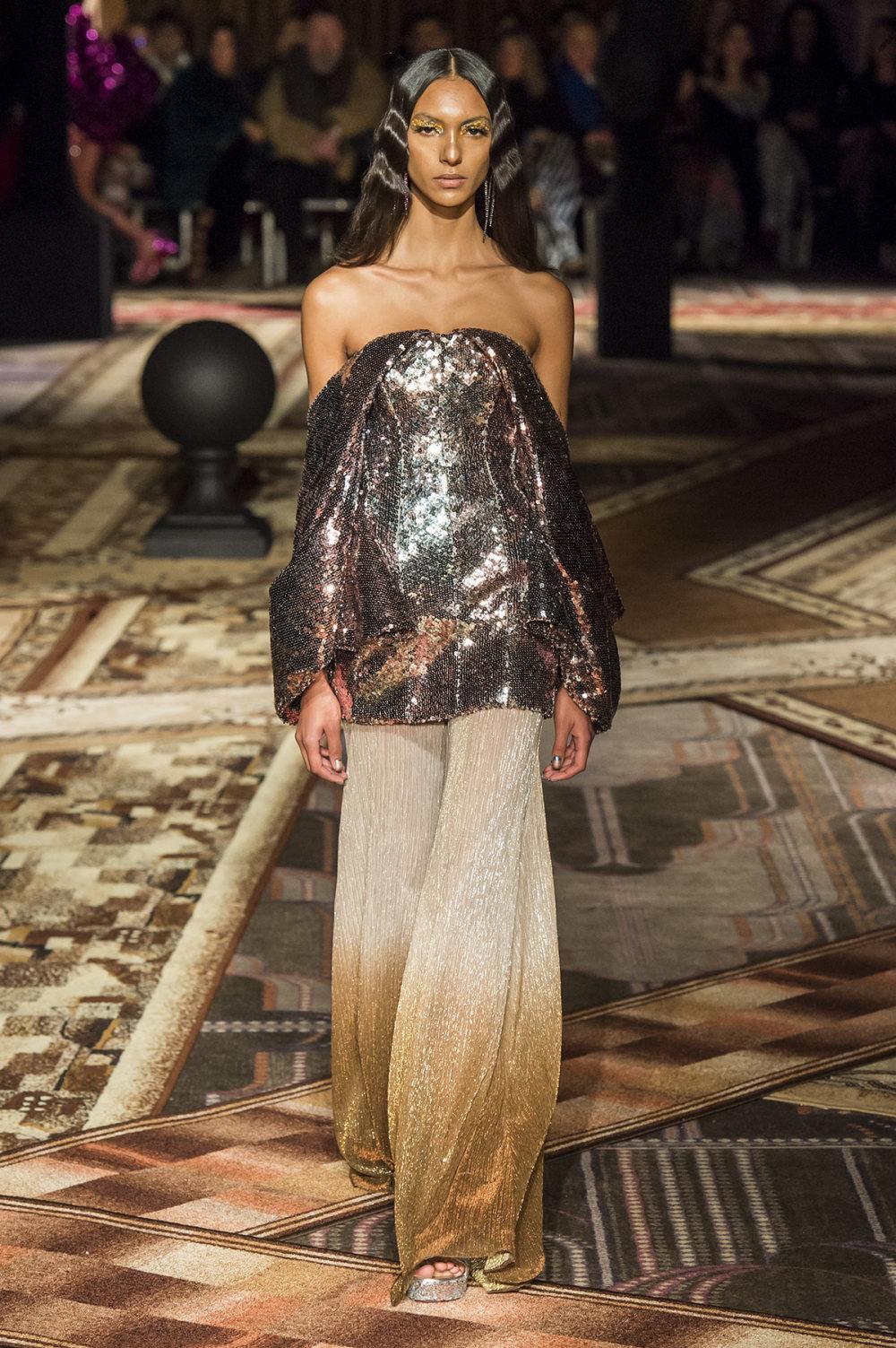 Halpern时装系列将幻想印花应用于宽大的缎面外套展示垂褶技巧-20.jpg