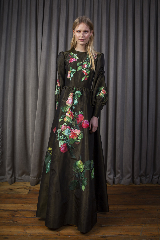 Alice Archer时装系列将中世纪植物木刻在轮廓上搭配甜美刺绣-1.jpg