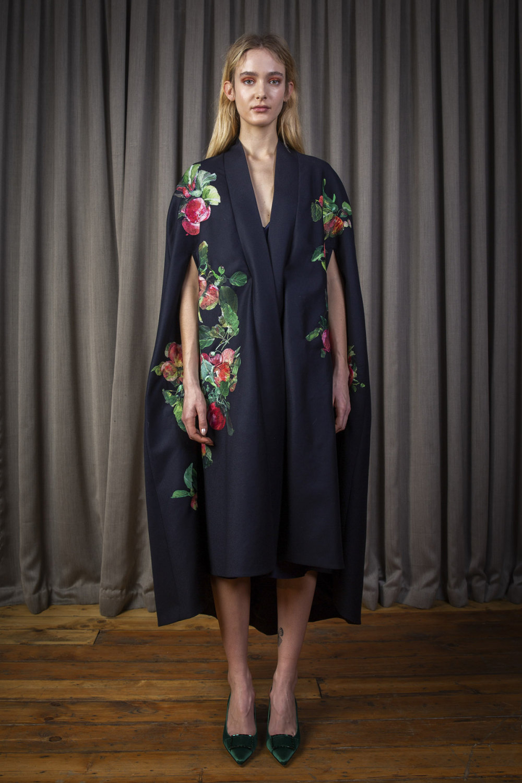 Alice Archer时装系列将中世纪植物木刻在轮廓上搭配甜美刺绣-2.jpg