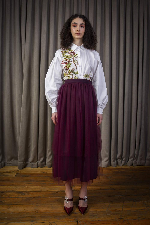 Alice Archer时装系列将中世纪植物木刻在轮廓上搭配甜美刺绣-3.jpg