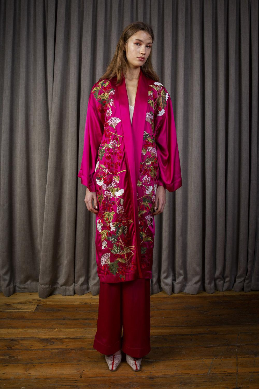 Alice Archer时装系列将中世纪植物木刻在轮廓上搭配甜美刺绣-5.jpg