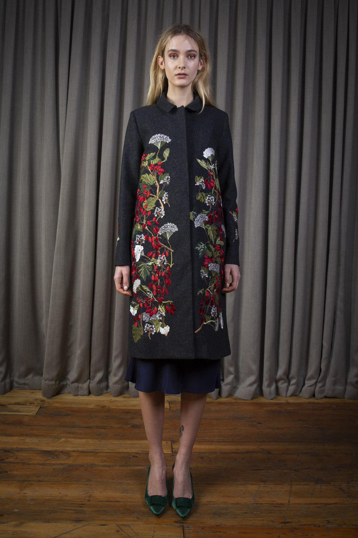 Alice Archer时装系列将中世纪植物木刻在轮廓上搭配甜美刺绣-8.jpg