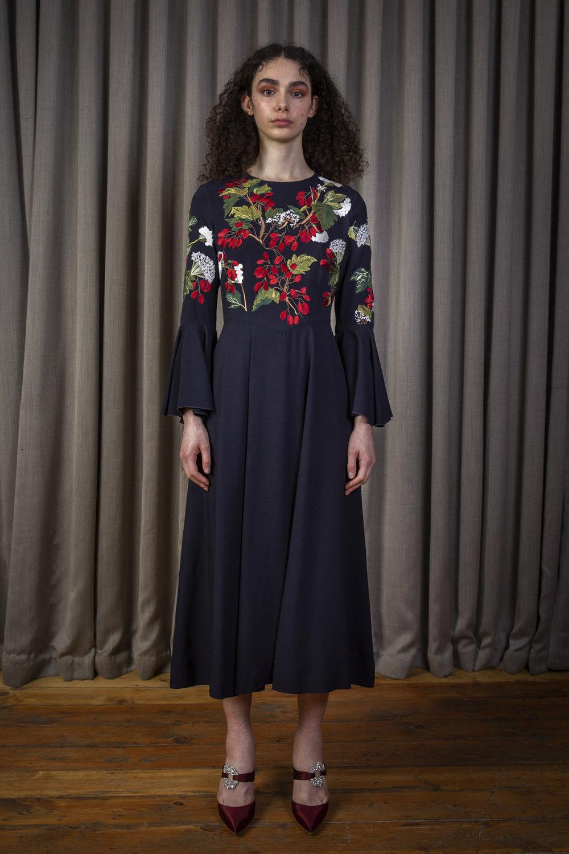Alice Archer时装系列将中世纪植物木刻在轮廓上搭配甜美刺绣-9.jpg