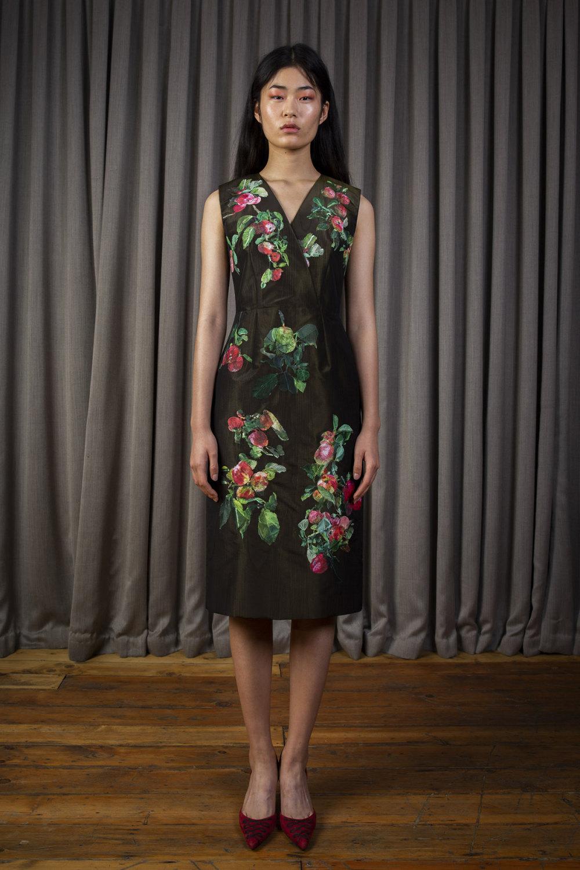 Alice Archer时装系列将中世纪植物木刻在轮廓上搭配甜美刺绣-10.jpg