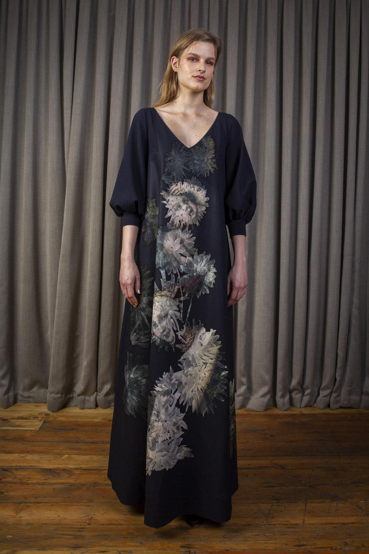 Alice Archer时装系列将中世纪植物木刻在轮廓上搭配甜美刺绣-11.jpg