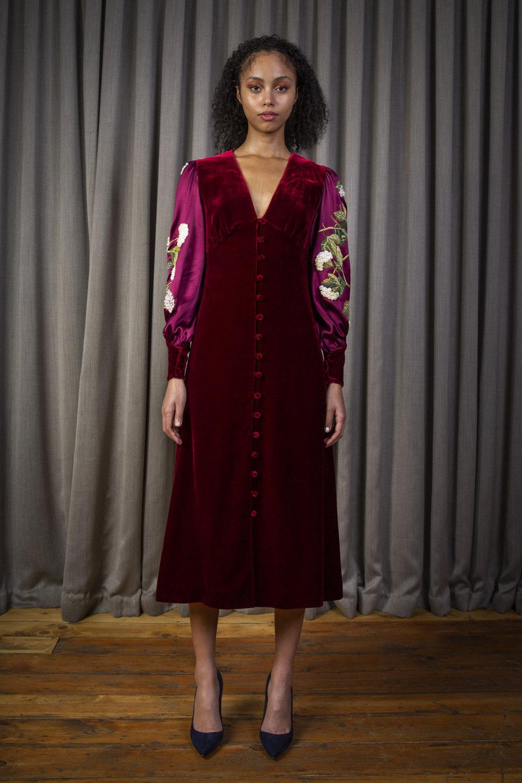 Alice Archer时装系列将中世纪植物木刻在轮廓上搭配甜美刺绣-12.jpg