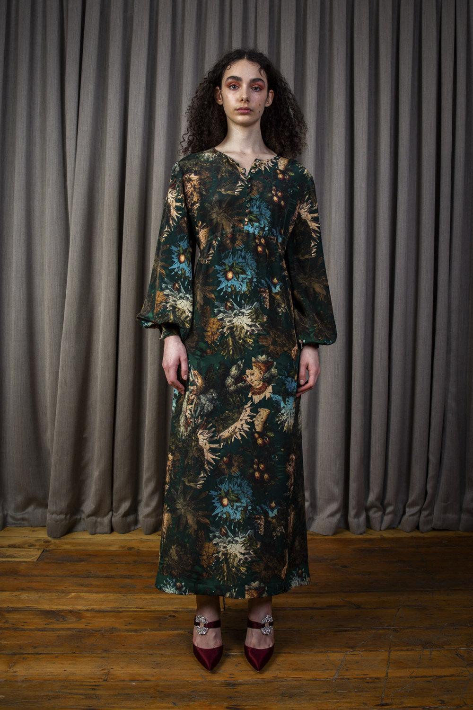 Alice Archer时装系列将中世纪植物木刻在轮廓上搭配甜美刺绣-13.jpg