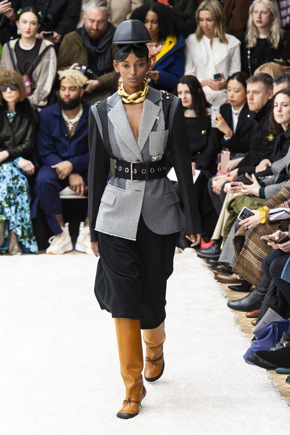 JW Anderson时装系列连衣裙是柔软的边缘用褶皱和长窗帘制成的-22.jpg